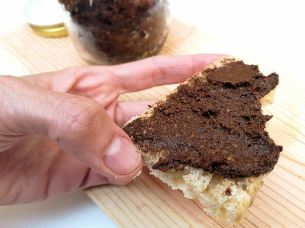 Nutella o nocilla casera de algarroba y sin azúcar añadido